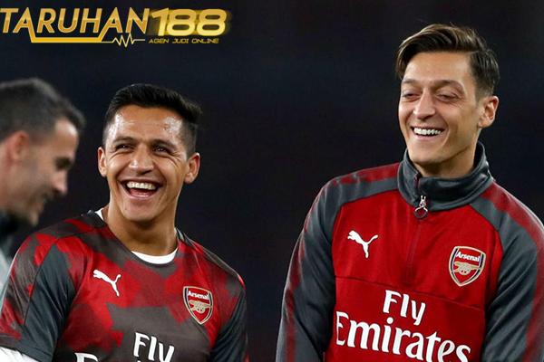 Wenger Tak Berniat Jual Sanchez dan Ozil Pada Musim Dingin