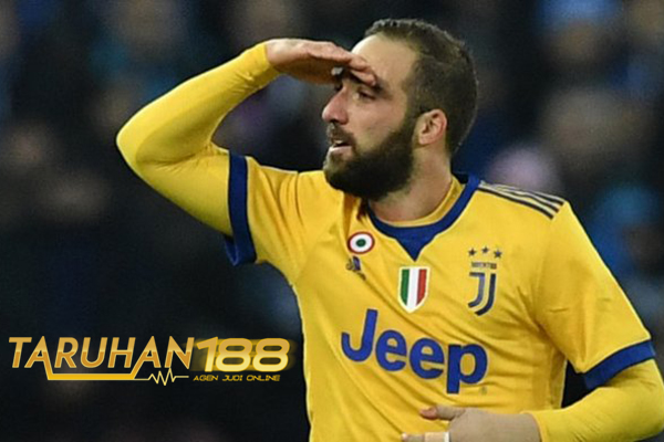 Higuain Klaim Selebrasinya Kontra Napoli Ditunjukan Untuk De Laurentiis