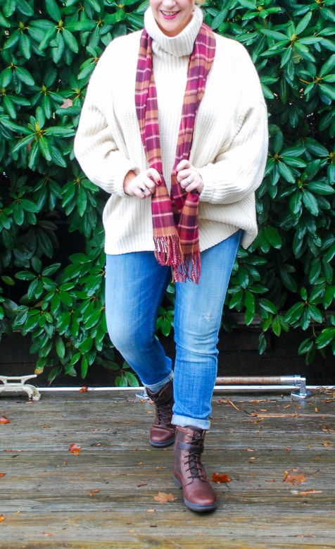 This oversized sweater in a comfy turtleneck and shaker knit is the perfect sweater for chilly winter mornings.