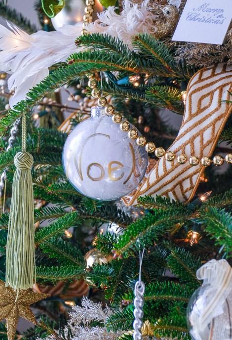 green-and-gold-christmas-living-room-18