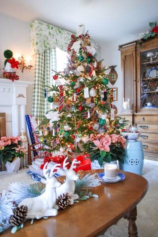 classic-preppy-plaid-christmas-tree-21