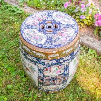 vintage-midnight-in-the-garden-stool-rose-medallion-5