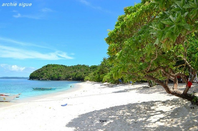 New Bicol Destinations: Tikling Island, Subic Beach and Juag Fish Sanctuary