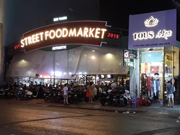Street-food-market-ben-thanh