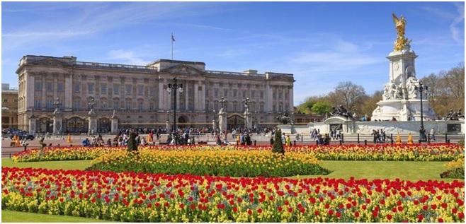 Sejarah di Balik Buckingham Palace