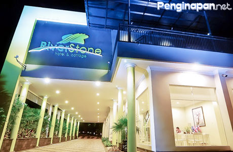 Riverstone-Hotel-and-Cottag