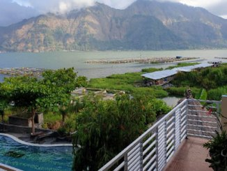 Lakeside Cottages Kintamani dengan view Danau Batur (sumber: booking.com)