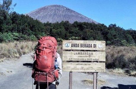 Pendakian Gunung Semeru (sumber: travelingyuk.com)