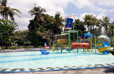 Wahana di Waterboom Bukit Jati Bali (sumber: traveloka)