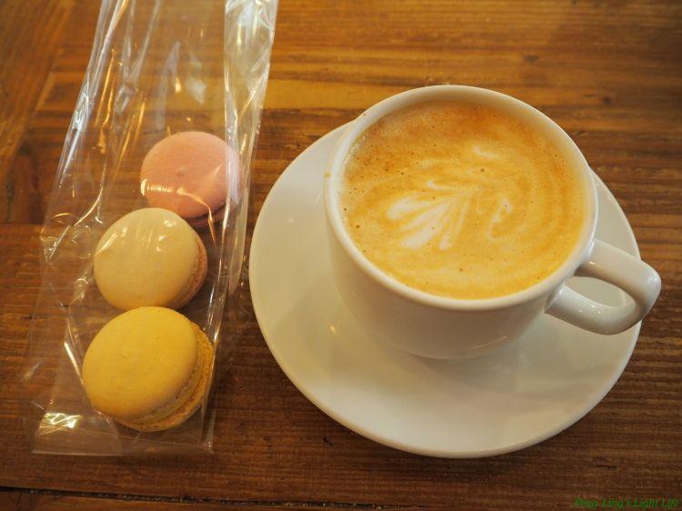 芝加哥舊城區(Old Town)的正宗法式烘焙店La Fournette 馬卡龍(Macaron)+拿鐵(Latte)真是絕妙搭配 – 芃伶's 樂生活