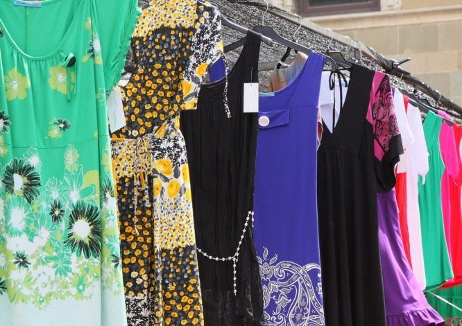 Kerja Di Butik Atau Toko Yang Menjual Pakaian Membuka Aurat ... 0a6c0eb56b