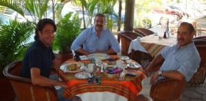 Maximino Fernández, Dirigente estatal del PVEM, Jesús Flores, presidente del PRI en Los Cabos y Héctor Aragón Agúndez, aspirante a diputado por el distrito 16.