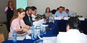 Los escasos diputados que asistieron a la comparecencia del secretario de Desarrollo, Jorge Vale Sánchez, cuestionaron al gobierno del Estado por el incumplimiento del Plan Sexenal de Desarrollo que ha generado el estancamiento en la productividad en todos los órdenes.