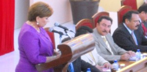 Acompañada del cabildo municipal, funcionarios del gobierno estatal, incluyendo el jefe del ejecutivo, Rosa Delia Cota Montaño rindió el informe del estado que guarda la administración del municipio de La Paz en el año 2009.