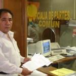El Sr. Jesús Enrique Félix, al momento de presentar una de las denuncias por la venta ilegal de El Caimancito, denuncia que progresan por la corrupción entre las autoridades judiciales y el gobierno estatal.