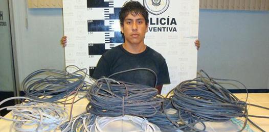 Lo sorprendieron robando cableado en el SNTE