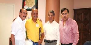 """Ventura Sánchez, acompañado por Carlos Zárate, Rafael Herrera y José """"Pipino"""" Cuevas, en reciente visita de las leyendas del boxeo mexicano a BCS."""