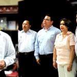 En un espacio muy reducido al interior del palacio municipal ayer por la tarde tomaron protesta cinco nuevos funcionarios de la décima administración.