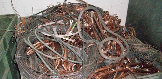 Robados más de 150 kms de cable del alumbrado paceño