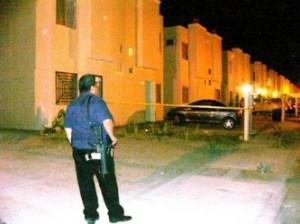 Hasta ayer permanecía asegurado el inmueble donde fueron asesinados a cuchilladas los dos militares.(Cuitláhuac Muñoz).