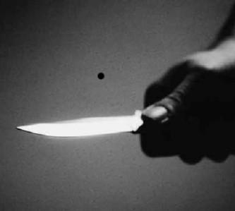 Cuchillo en mano asaltaron taller de celulares