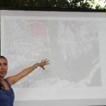 La arquitecto Irene Bustos presentando la primera etapa del proyecto.