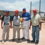 El beisbol de La Amistad que preside Blas Núñez Paniagua, premió al campeón Transportes Aguila.