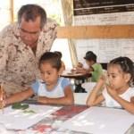 Los niños deben estar en la escuela estudiando y son los padres los que tienen la obligación de proveerlos de comida, vestido, calzado, educación y servicios de salud entre otras cosas (Lupita Gómez)