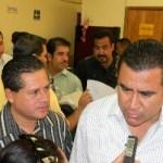 El alcalde René Núñez, anunció que solicitará licencia ante el Cabildo el viernes o sábado, pero Esthela Ponce y Marcos Covarrubias se adelantaron y a partir de hoy serán legisladores federales con licencia.