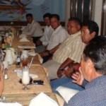 El precandidato del PRD a la alcaldía de La Paz, en reunión con empresarios del ramo de purificadoras de agua.