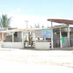 Comerciantes de un costado de la gasolinera fueron enterados por las autoridades municipales y de la CFE, de que serán reubicados del lugar ya que corren un grave riesgo por estar debajo de cableado de alta tensión (Lupita Gómez)