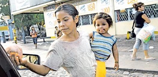 Pide diputado pensión alimenticia para madres solteras