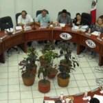Por unanimidad, el Consejo General del IEE aprobó anoche sancionar con apercibimiento público al precandidato del PRD, Luis Armando Díaz, por actos anticipados de precampaña, en tanto desechó las denuncias en contra de Antonio Agúndez Montaño, todas interpuestas por el PRI en agosto pasado.