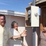 Como parte del programa de electrificación de colonias, comunidades rurales y campos pesqueros, el gobernador Narciso Agúndez puso en marcha la electrificación de La Lobera, población enclavada en la Zona Pacífico Norte que esperó más de 50 años a que un gobierno atendiera esta demanda.
