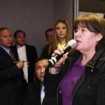 Cumplido su cometido de boicotear la ceremonia, la senadora Josefina Cota Cota abandonó apresuradamente el recinto sin dar más explicaciones.