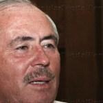 Cota Montaño hizo hoy miércoles oficial su salida del partido que lo llevó a gobernar BCS de 1999 a 2005, además de encumbrarlo como dirigente nacional de la izquierda. Con este sería el tercer partido en el que el nativo de Santiago milita, después del PRI y el PRD.
