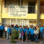 Los trabajadores del IEEA, colocaron ayer una manta en demanda del pago del incremento salarial y prestaciones del 2010, y las prestaciones del 2009, que debieron recibir al anterior quince de julio. (Cuitláhuac Muñoz).