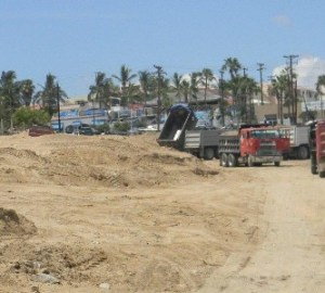 Este es uno de los terrenos donde ya se está trabajando sin permiso del Ayuntamiento o del cabildo, por lo que valoran suspenderlo.