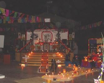 Celebran el día de muertos en la plaza Benito Juárez de SR