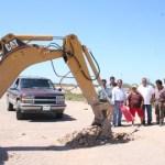 Con una inversión superior a los 60 mil pesos, introducirán 1,170 metros de conducción y distribución de agua potable en la colonia el tecolote del poblado Villa Morelos, comunidad que se ubica a diez kilómetros carretera al sur de Ciudad Constitución.