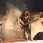"""Cautivaron a los fanáticos del rock con temas de su autoría, incluidos en su disco como: """"No existo"""", """"Reina Serpiente"""", """"Sin Piedad"""", """"Rabia"""", """"Frialdad"""", """"El Teatro de los Monstruos"""", entre otros."""