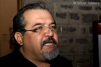 Presenta Rubén Rivera su libro Tal vez un himno