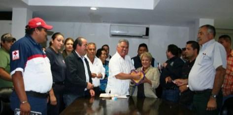 El presidente municipal Dr. Joel Villegas Ibarra, con su aportación inició la colecta anual TELETÓN en Comondú.