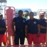 Los salvavidas que trabajan en la zona del Médano recibieron equipo para realizar su labor.
