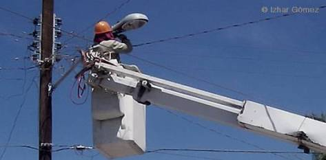 Aún faltan luminarias ahorradoras de energía por cambiar, hasta el día de hoy 10,800 han sido reemplazadas, aprovechando las que todavía funcionan para cambiar algunas fundidas. Se espera que el próximo año todo el alumbrado público sea ahorrador de energía.