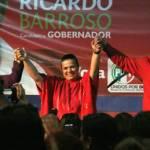 """Barroso Agramont indicó que es un honor trabajar hombro con hombro con mujeres e indicó que es necesaria su participación para conseguir el ansiado voto. """"desde la charla de café hasta en su trabajo activo como jefas de manzana o de colonia"""" indicó. Después el candidato de la alianza PRI-PVEM prometió que 50% de los cargos en su gobierno (si gana claro) serán para mujeres."""