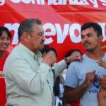 """Durante sus recorridos, Ángel Salvador ofrece a la gente aplicar el 50 por ciento de sus ingresos como alcalde en obras y servicios altruistas, ya que dijo """"ganaremos el seis de febrero. Que no les quepa la menor duda."""