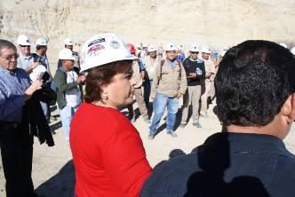 Visita Esthela Ponce a los mineros de San Juan de la Costa