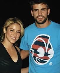 Estrena Shakira romance con Piqué