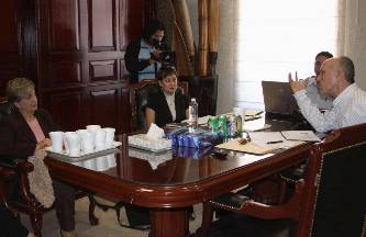 Como parte de su agenda de trabajo la Dirección Municipal de Transparencia y Acceso a la Información, a través de su Titular Ana Gabriela Gómez Arvizu; promovió un encuentro con el ITAI, por esta razón, la reunión con el funcionario tuvo lugar este jueves en sala de juntas de la Presidencia Municipal, con presencia de la Contralora, Martha Margarita Díaz.